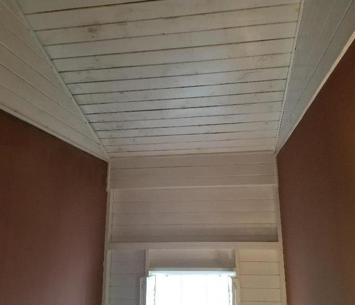Horizontal white panels on a ceiling
